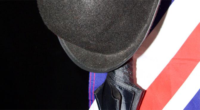 この英国紳士が傘や帽子を持つ理由